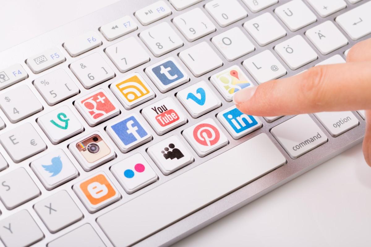 sim5 clavier réseaux sociaux